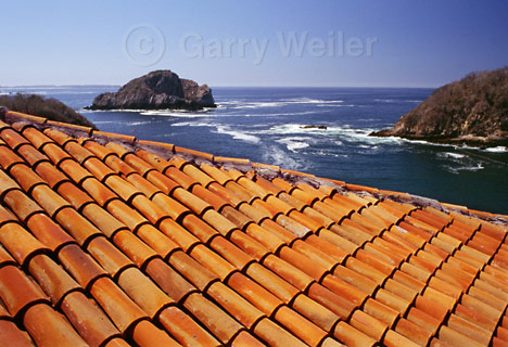 Spanish or mexican tiles go perfectly with adobe style homes for Spanish style roof tiles